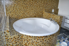Установка ванны круглой