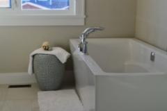 Установка ванны со смесителем