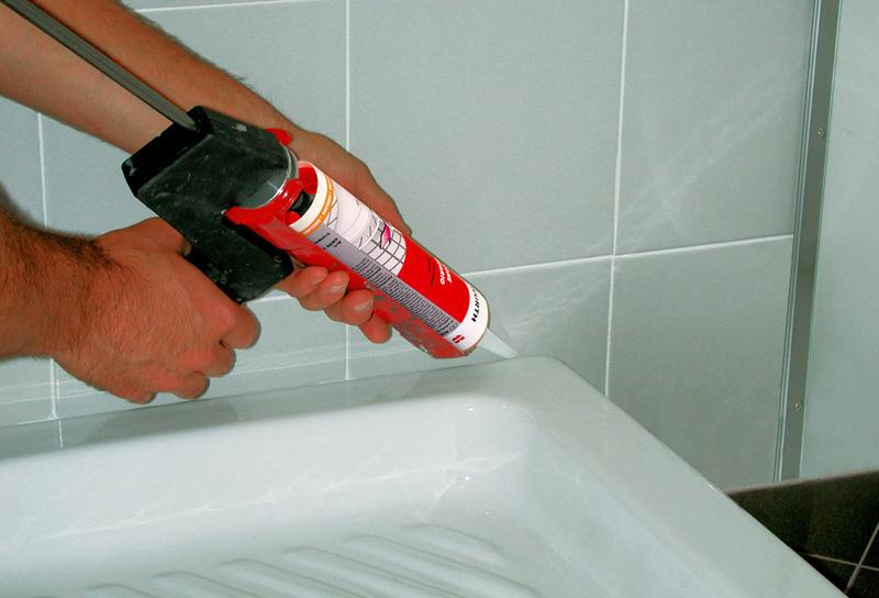 Как устранить протечку между стеной и ванной своими руками 54