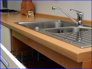 установка кухонной мойки фото