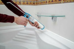 Замена герметика на ванне фото