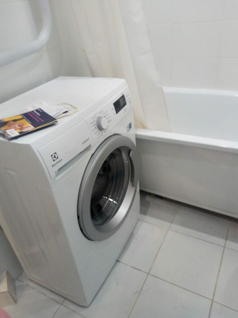 подключение стиралки в ванной фото